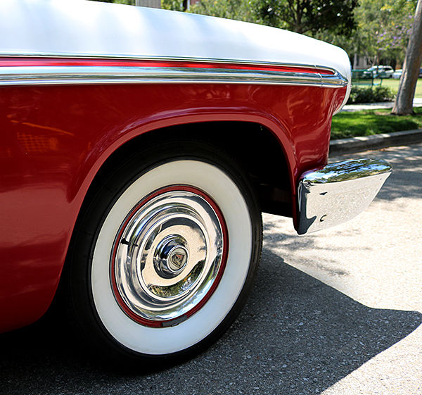 Chrysler New Yorker Coupe 1956 Regimental Red, Cloud White