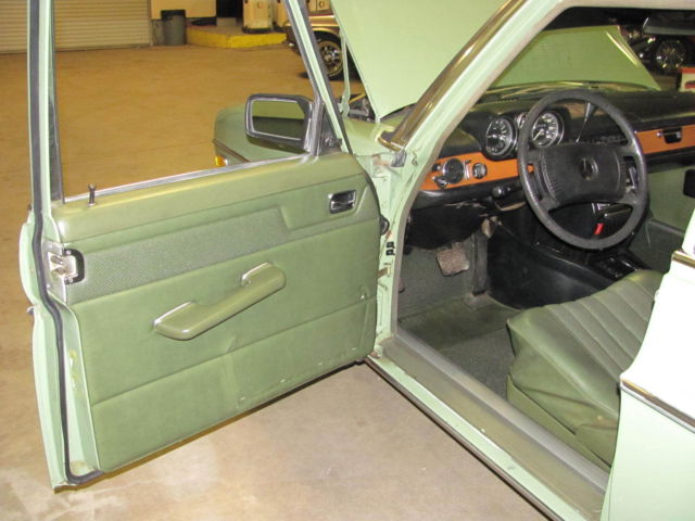 mercedes benz 200 series sedan 1975 green for sale 11406012116443 1975 mercedes benz 280 4 door. Black Bedroom Furniture Sets. Home Design Ideas
