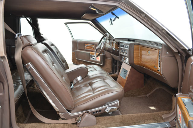 Cadillac Fleetwood Coupe 1982 Brown For Sale