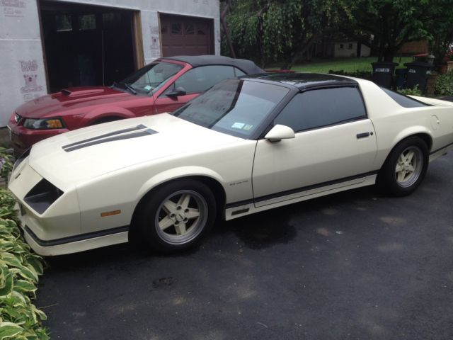 chevrolet camaro 2 door 1984 cream for sale. Black Bedroom Furniture Sets. Home Design Ideas