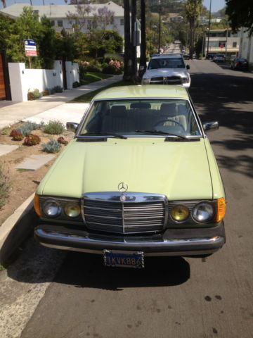 Mercedes-Benz 300-Series 1984 avocado green For Sale