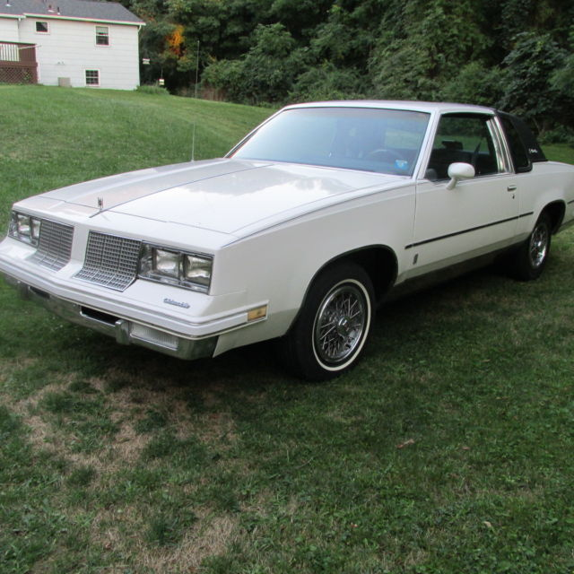 Oldsmobile Cutlass Coupe 1985 White For Sale 1G3GM47Y9FR305684 Supreme Brougham 2 Door Full Power Options With V8 4 BL Engine