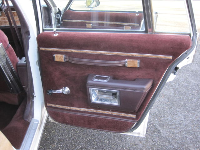 buick lesabre wagon 1988 white for sale 1g4br81y5ja402170 1988 buick lesabre estate wagon woody. Black Bedroom Furniture Sets. Home Design Ideas