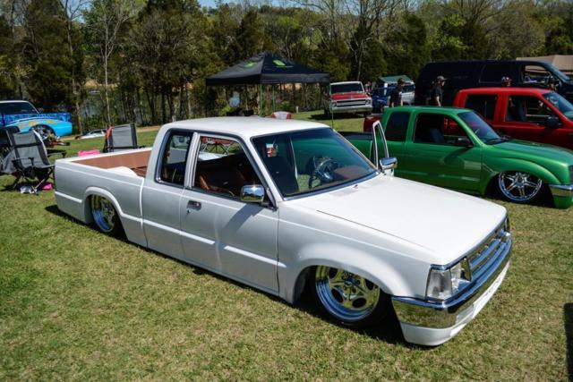 Mazda B-Series Pickups Extended Cab Pickup 1988 White For