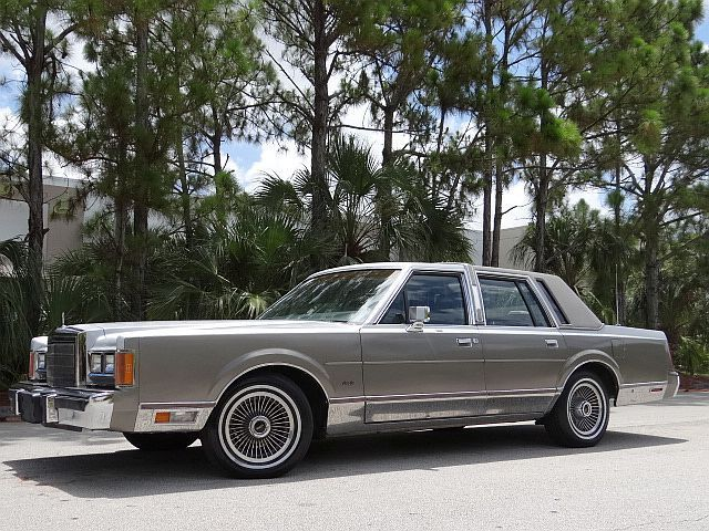 lincoln town car sedan 1989 silver for sale 1lnbm83f6ky607807 1989 lincoln towncar cartier no. Black Bedroom Furniture Sets. Home Design Ideas