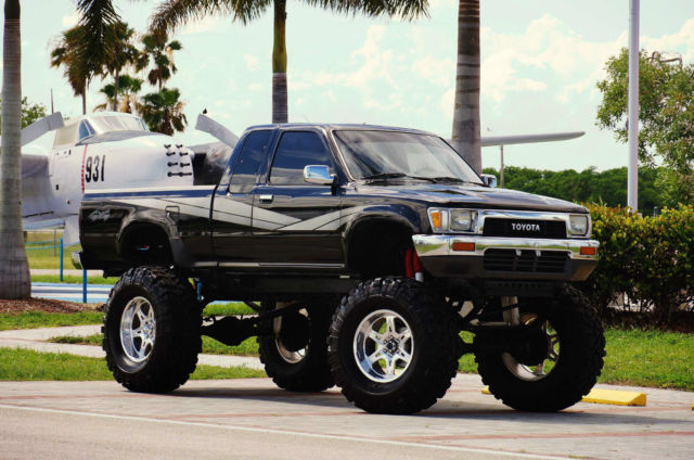 Toyota Pickup Sr Wd Re L Florida No Rust Lifted Show Truck X on 1992 Toyota Pickup Model