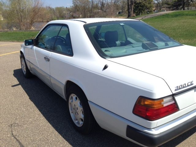 Mercedes benz 300 series coupe 1991 white for sale for Mercedes benz 2 door coupe for sale