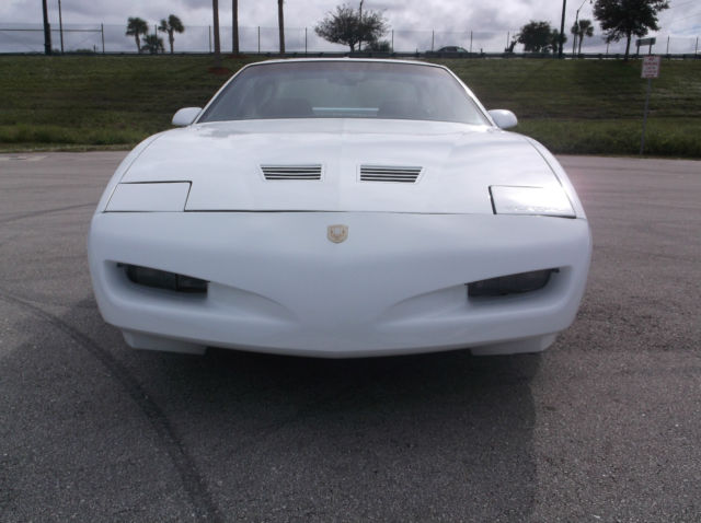 pontiac firebird coupe 1991 white for sale. Black Bedroom Furniture Sets. Home Design Ideas
