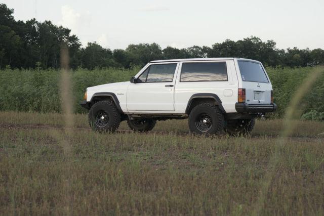 jeep cherokee suv 1994 white for sale 1j4fj27s2rl227934 1994 jeep cherokee xj 2 door 4x4 i6 4 0l. Black Bedroom Furniture Sets. Home Design Ideas