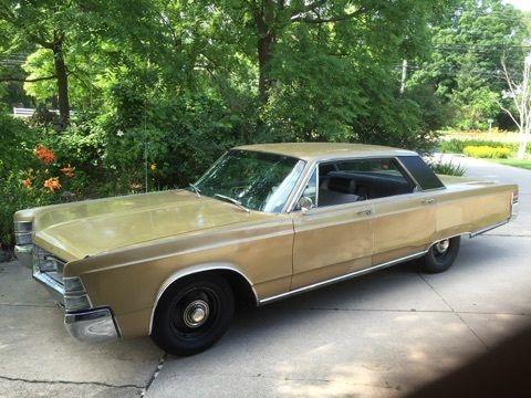 Chrysler New Yorker 4 door hard top 1967 Gold For Sale