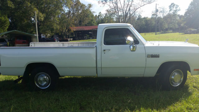Dodge Ram 2500 Fleetside 1990 White For Sale  1B7KE2682LS730715