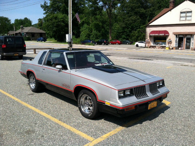 Oldsmobile Cutlass 2 DOOR 1984 SILVER/BLACK For Sale